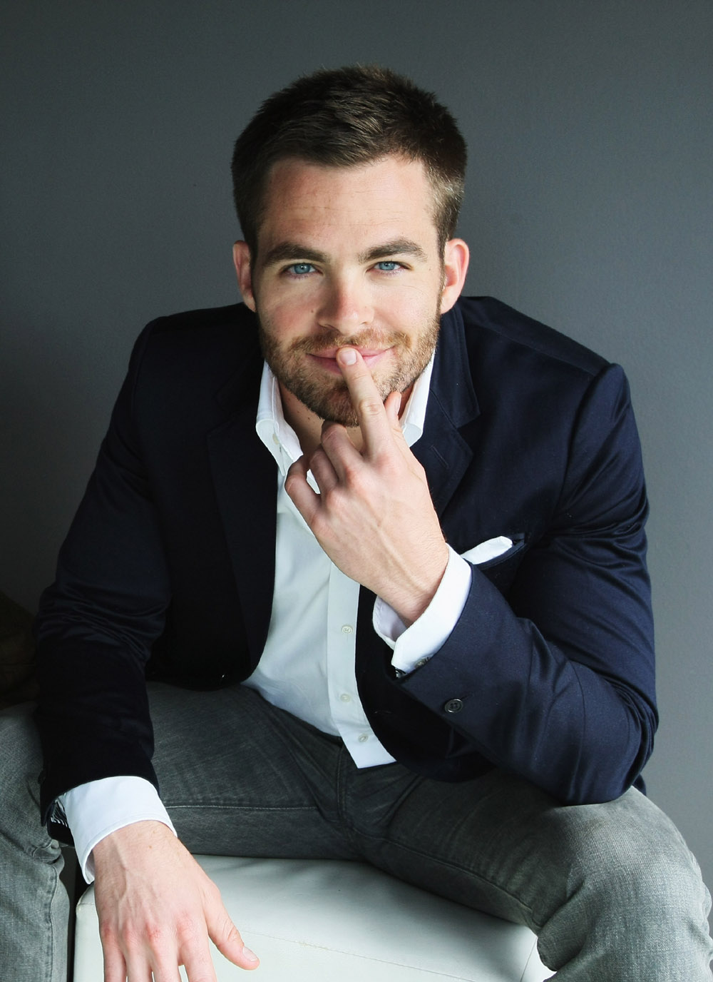 http://chanaristyle.files.wordpress.com/2010/11/star-trek-chris-pine.jpg